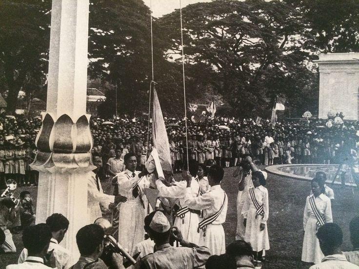 Peringatan 5 tahun Kemerdekaan RI di Istana merdeka yang untuk pertama kalinya dilaksanakan bagi pemerintah Indonesia, Jakarta 17 Agustus 1950. (IPPHOS - Antara Foto).
