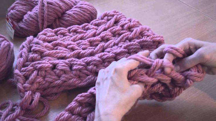Вязание руками. Готовый снуд за 20 минут