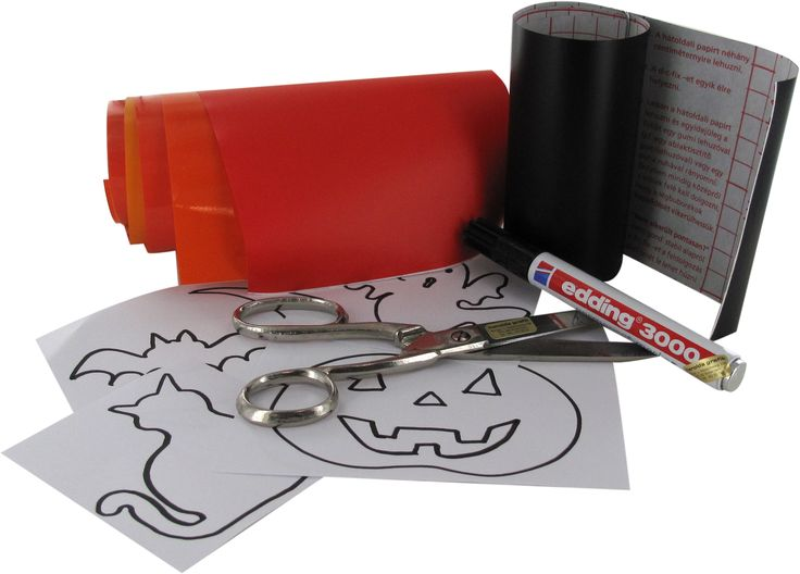 Je eigen Halloween versiering maken op een leuke, snelle en goedkope manier? Met papier, een schaar http://www.harolds.nl/zoek/schaar/in/0, een snijmat http://www.harolds.nl/p/design-office/snijmaterialen/snijmatten, een snijmesje http://www.harolds.nl/p/design-office/snijmaterialen/grafische---hobbymessen en plakplastic http://www.harolds.nl/p/papier/plakplastic/transparant_1/gekleurd-transparant-glanzend kan je bv raamversieringen maken. Alles verkrijgbaar op www.harolds.nl en in de…