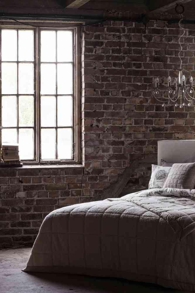 Ihana Leo-peite on saatavilla sekä puolipeitteenä että isona päiväpeitteenä. #lennol #makuuhuone #inspiration #decoration #industrial