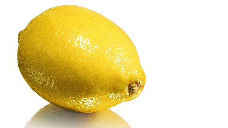 Kategorie: Fußböden  Du brauchst: 1 Zitrone 1 Zitronenpresse  Und so geht's: Gib den Saft einer Zitrone in dein Wischwasser. Das hält Ameisen und anderes Ungeziefer fern.  Nicht das passende Hausmittel? Hierfindest...