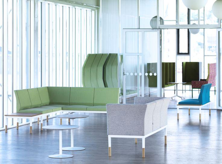 Систему диванов REFORM можно скомпоновать как угодно - чтобы она производила яркое впечатление или же незаметно сливалась с окружающей обстановкой.