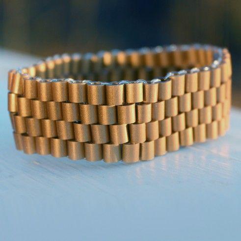 Hama, gold / Armbånd i Hamaperler, gull  http://miljeteigmedia.no/shop/wp-content/uploads/2014/04/armba%CC%8And_hama_gold-491x491.jpg