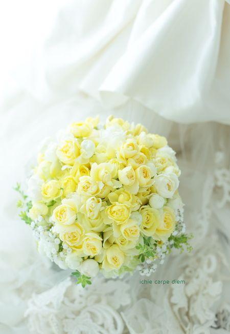 日比谷パレス様への、レモンイエローのクラッチブーケ。  直前に、アフターブーケ希望にしてくださいました。 嬉しい。   装花も担当させてい...