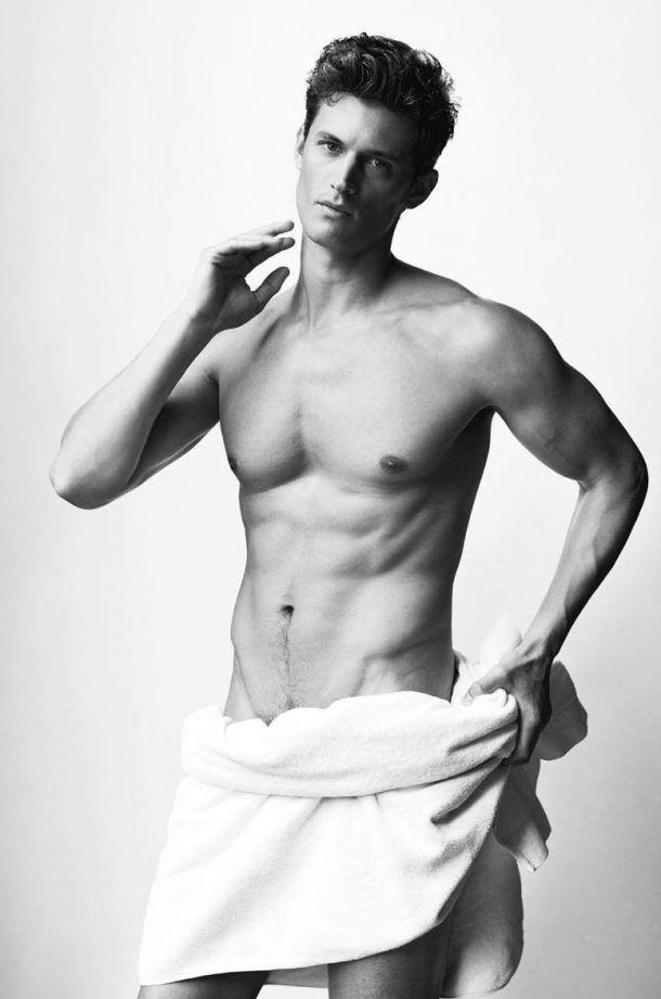 Banho quente: garotos posam só de toalha para o top fotógrafo Mario Testino
