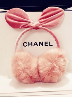 If you like more cuter outfits than this can be your new love hahaha, it's the cutest pair of ear muffs I have seen so far!