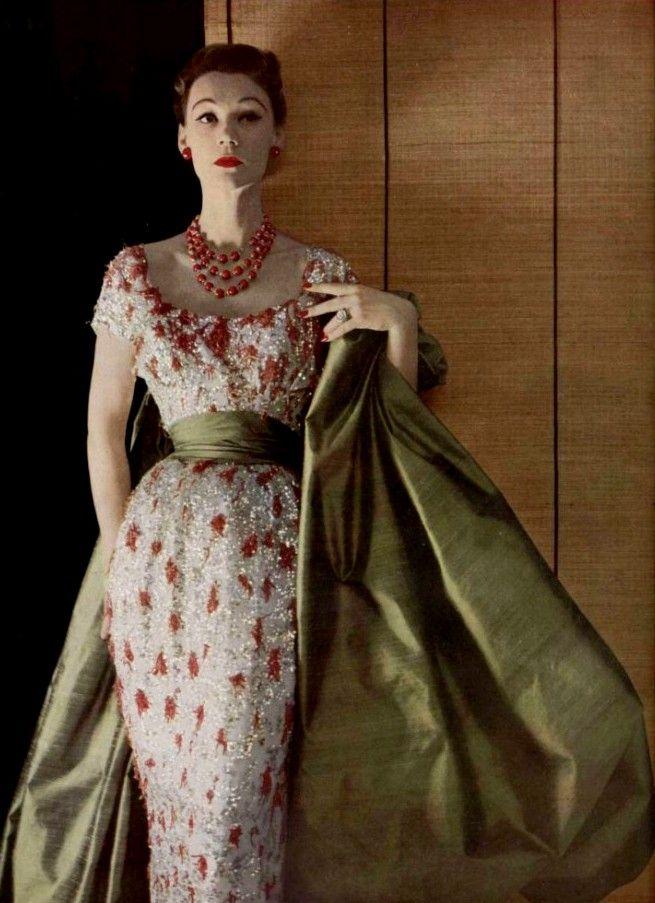 Broderies de corailL'Officiel #363, 1952Photographer: Philippe PottierChristian Dior, Spring 1952 Couture