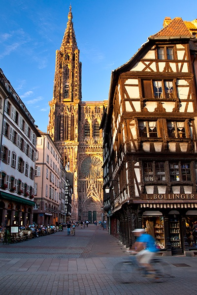 #cathedrale #Strasbourg #Alsace  Le Parc**** Hôtel, Restaurants  Spa Alsace Obernai   Tél 03 88 95 50 08    www.hotel-du-parc.com/  www.facebook.com/leparcobernai