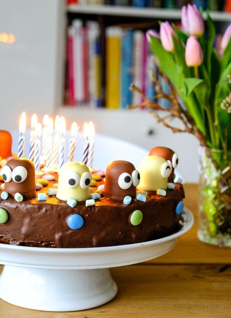 Schokoladenkuchen Geburtstagstorte Marmorkuchen Mit Schokoladenkussen Und Cupcakes Geburtstagskuchen Kinder Marmorkuchen Kuchen Kindergeburtstag