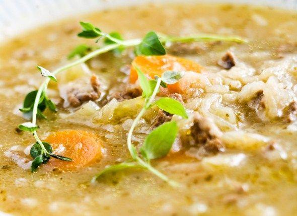 Hapankaali-jauhelihakeitto. Kevyttä ja herkullista keittoa jauhelihasta ja hapankaalista. Nam :)