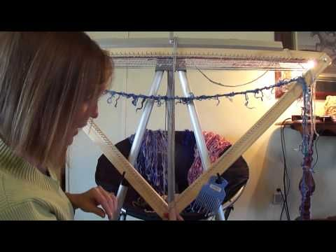 ▶ Continuous Strand Weaving On A Triangle Loom (part 3 of 3) - YouTube