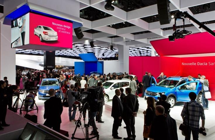 Agitație mare la standul Dacia de la Salonul Auto Paris cu ocazia lansării noilor modele!