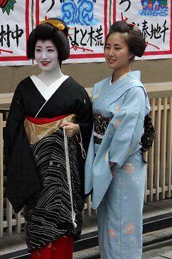 Kimihiro of Miyagawacho with her sister Kimitoyo