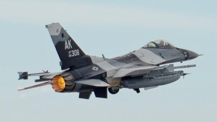 Sonic Boom Pesawat F 16 - Gegerkan Solo Raya, Dentuman Kencang Berasal dari…