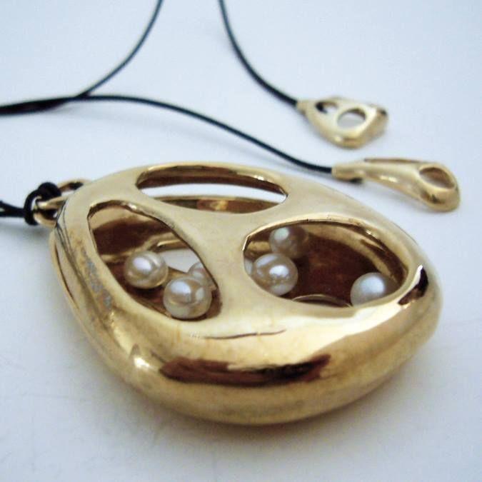 Martino & Mazzolini pendente in bronzo e perle.