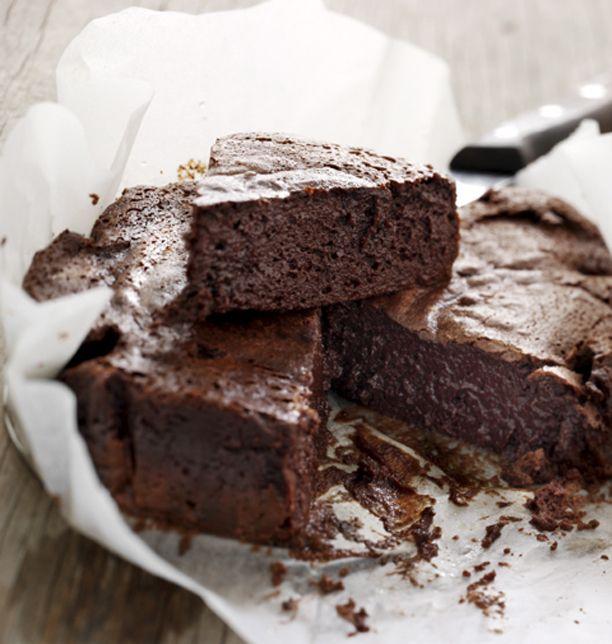 Mikkel Friis Holm, der lige er blevet verdensmester i mælkechokolade, er også manden bag denne fantastiske chokoladekage uden mel.