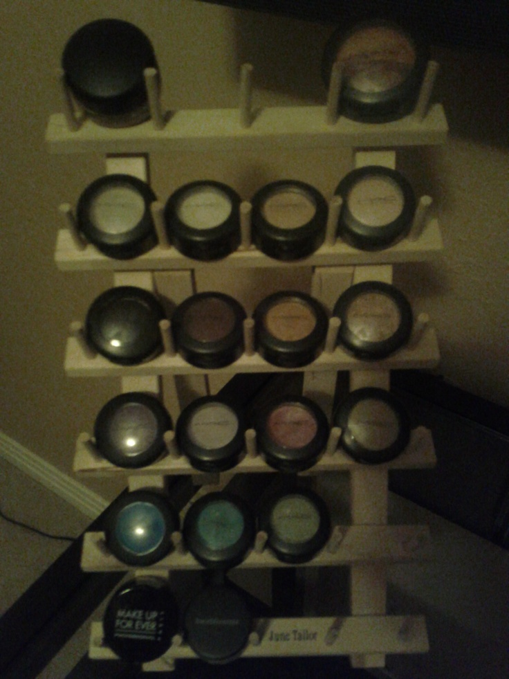 SPOOL HOLDER, A cheap and easy way to organize and see your eyeshadows. medium size spool holder at Jo-anns for $5: Organizations Clean, Medium Size, Makeup Ideas, Spools Holders, Genius Ideas, Size Spools, Cheap, Bought, Mac Eyeshadows