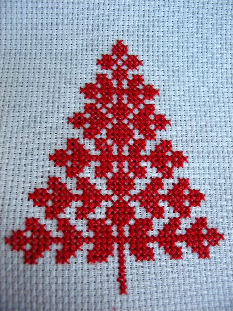 cross stitch christmas tree by elsy965, via Flickr