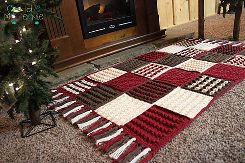Happy Holiday Rug #crochetpattern by Cuddle Me Beanies Designs