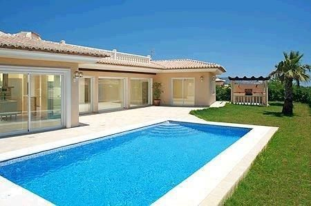 3 bed / 2 bath Villa with private pool in #Moraira #Alicante #CostaBlanca #Spain