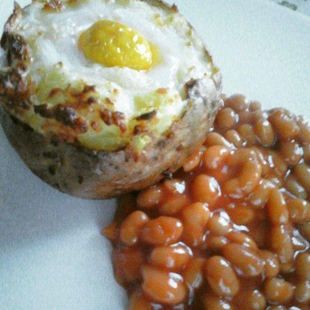 Twee keer gebakken aardappel met boontjes in tomatensaus! <3 Één van favoriete veggie gerechtjes!! Dus het recept is al te vinden op men blog! ;-) #Dagenzondervlees #veggie #Favorietje #2Deliciouskookblogwordpress #LikeFBpagina2Delicious