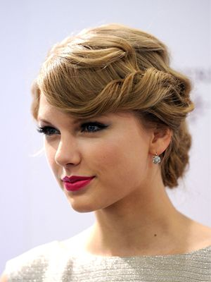 Vintage Hairstyles | ... envy from Taylor Swift's vintage inspired hairstyle... we love it