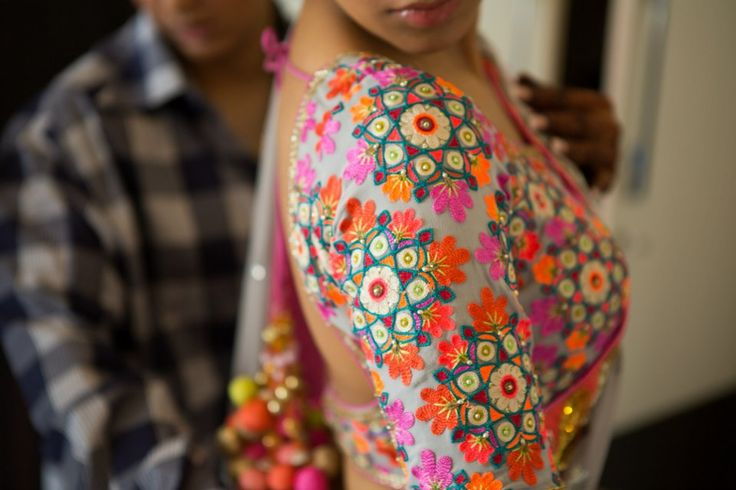 Haven't seen a blouse this beautiful in a long time. Love it! #indian #saree #wedding