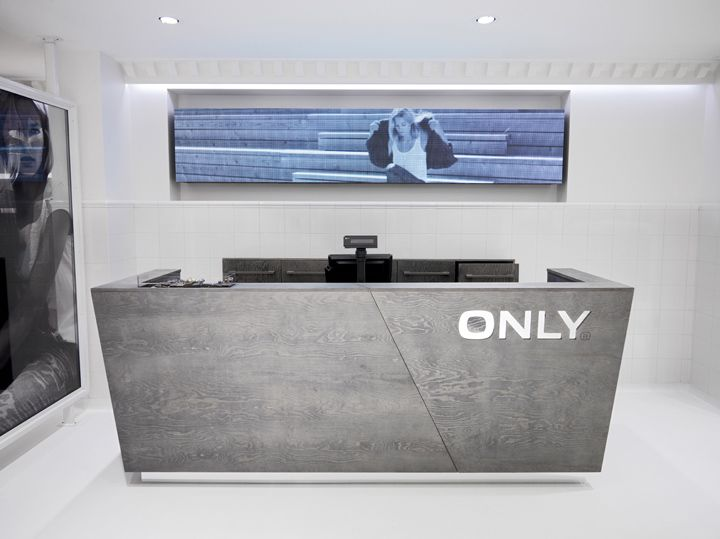 A little shallow but cool looking. ONLY store by Riis Retail Oldenburg Germany 04 ONLY store by Riis Retail, Oldenburg   Germany
