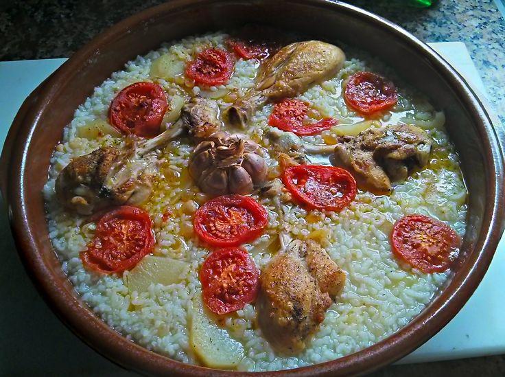 El Arroz al horno, Arròs al forn en valenciano es un plato típico de Castellón, muy arraigado también en la provincia catalana limítrofe de Tarragona y en toda la comunidad valenciana. Receta paso a paso. http://www.alotroladodelcristal.com/2015/02/arroz-al-horno-arros-al-forn.html