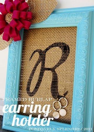 Burlap framed earring holder.Burlap Monogram, Earring Holders, Gift Ideas, Earrings Holders, Jewelry Holders, Burlap Earrings, Frames Burlap, Diy Earrings, Crafts