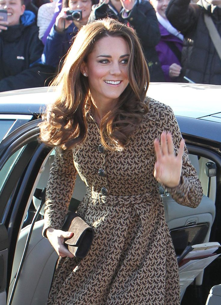 Kate Middleton Photos: Kate Middleton Visits Rose Hill School 2