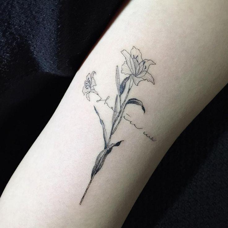 Hongdam tattoo cross flower tattoos pinterest ink for Flower cross tattoo