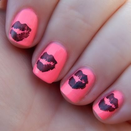 Sealed With A Kiss: Valentine's Day Nail Art  #prom #nails