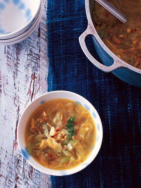 【ELLE a table】もやしとキャベツ、春雨のスープレシピ|エル・オンライン