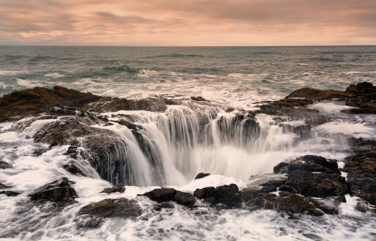 """Thor's Well: """"Drainpipe Of The Pacific"""" Lying On The Edge Of Oregon Coast"""