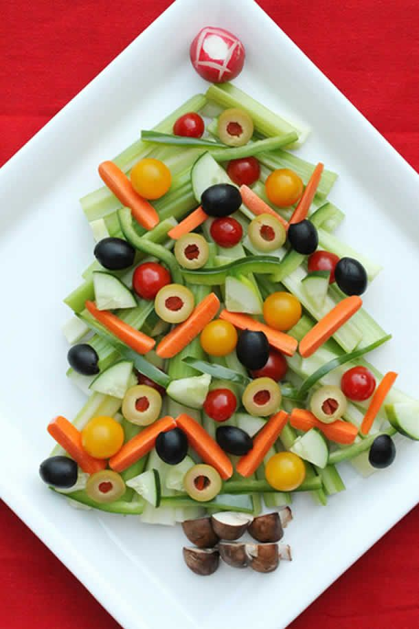 http://artesanatobrasil.net/decoracao-de-pratos-bandejas-de-alimentos-para-natal/  #natal #comida #saladas #arvoredenatal