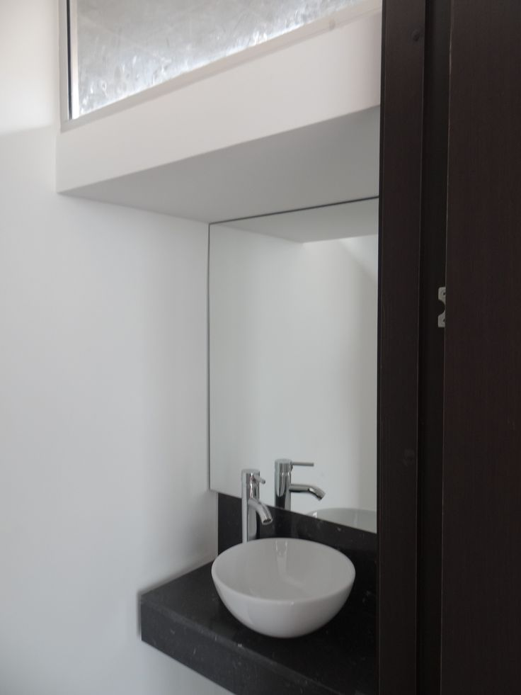 Baño auxiliar primer piso or podwer room on the first floor