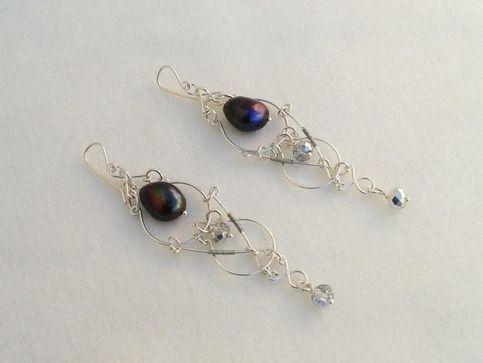 Aretes inspirados en Elfos en Galadriel, con perla negra y cristall en plata alemana, hechos a mano.