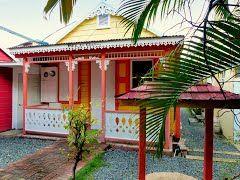 Panoramio - Photo of Les Antilles, Îles Vierges britanniques à Tortola , maison créole en bois, couleurs bonbon à Road Town.