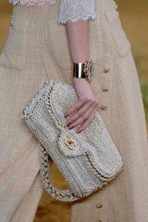 Karine Lopes -  CROCHET INSPIRATION http://pinterest.com/gigibrazil/crochet-tricot-accessories/