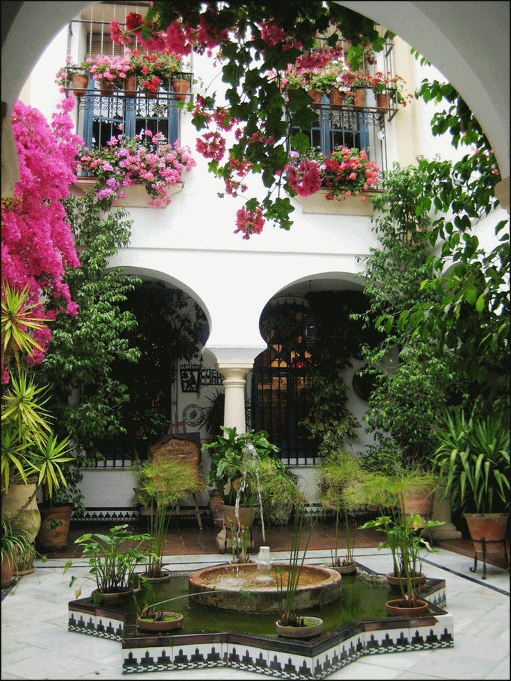 Best 25 spanish patio ideas on pinterest spanish style for Fotos de patios de casas