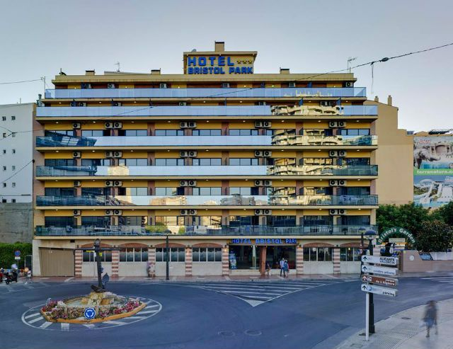 For those looking to be close to the Old and New Town the Bristol Park Hotel Benidorm is a popular choice, close to the beach & the shops it caters for all