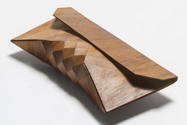クラッチバッグでお出かけするのが当たり前な、おしゃれな人たちもあっと驚く、木のクラッチバッグ。イスラエルのデザイン学校を卒業して...