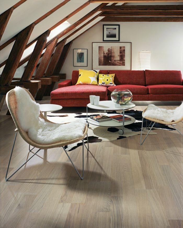 Dachgeschoss Einrichten Modernes Wohnzimmer Fellteppich Rotes Sofa