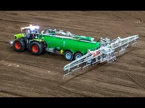 rc traktor sprinkling a field r c claas tractor in action. Black Bedroom Furniture Sets. Home Design Ideas