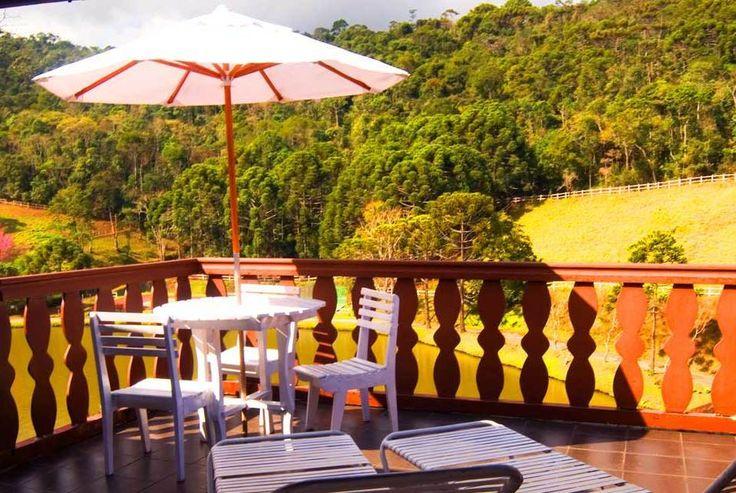 O Hotel Fazenda Rosa dos Ventos coloca à disposição 40 confortáveis e elegantes apartamentos com atraente vista para o Vale Verde, Lago, Parques e Jardins. São decorados com graciosidade em madeiras e contam com cama king size e roupa de cama impecável.    www.aconchegosdobrasil.com.br / (11) 94235-8047     #aconchego #luxo #charme #pousada #hotelfazenda #amoviajar #viagem #brasil #feriado #travel #braziltravel #businesstrip #indaiatuba #americana #jundiai #piracicaba #bauru #ribeiraopreto…