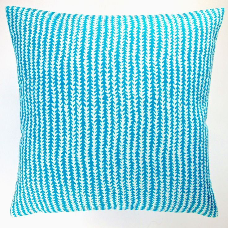 Artisan Pillows Indoor/ Outdoor 18-inch Arrow Stripe Modern Caribbean Beach Throw Pillow