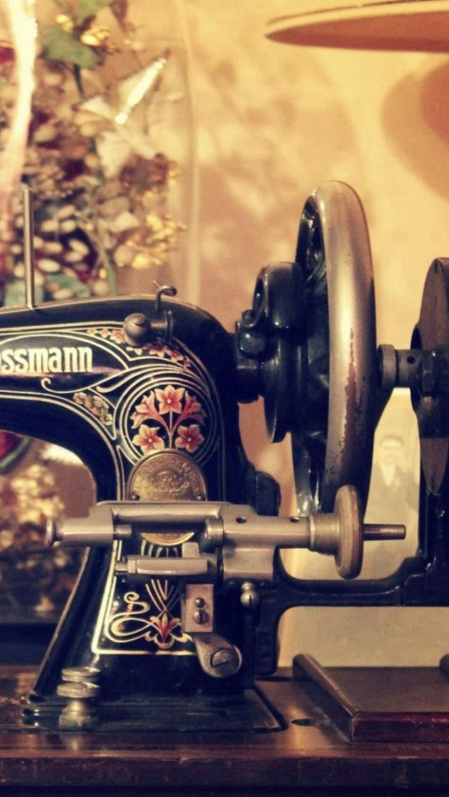 Vintage Retro Sewing Machine Decorations  #iPhone #5s #wallpaper