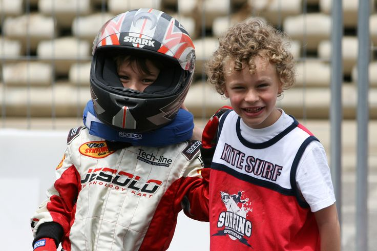 Mattia dopo il suo allenamento in pista azzura con il suo amico Francesco