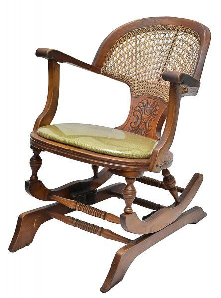 Cadeira de balanço em madeira nobre torneada e entalhad..